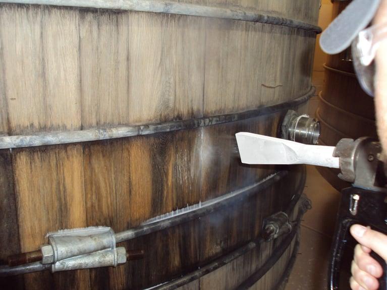 Cómo limpiar barriles de cerveza sin afectar el sabor de la bebida