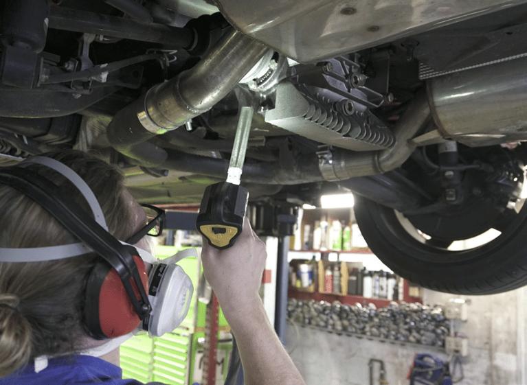 El blasteo de Hielo Seco mejora eficazmente la calidad de limpieza del chasis de los BMW
