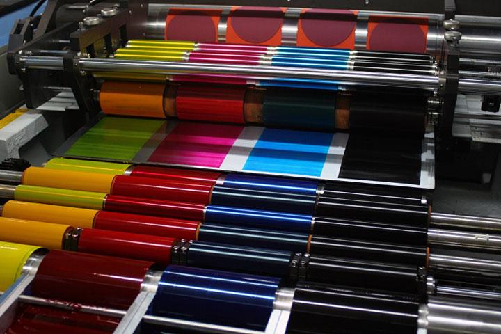 El blasteo de hielo seco mejora la calidad de la impresión y reduce el tiempo de inactividad y los desechos