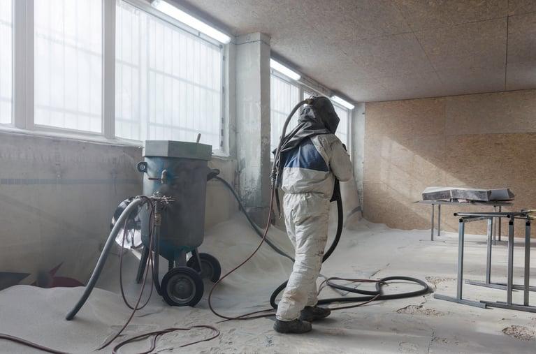 Eliminación de pintura y recubrimiento con blasteo de hielo seco + abrasivo