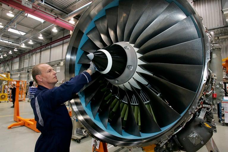 ¿Se puede limpiar un motor de avión con hielo seco?