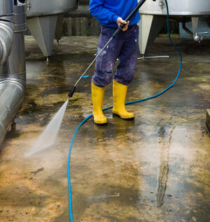 Dry ice blasting vs pressure washing